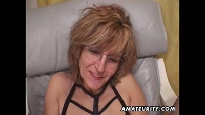 Mature amateur wife gives great head with cum in mouth