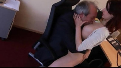 Old boss fuck sexy young assistant in the office