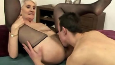 Blonde granny pussy eating