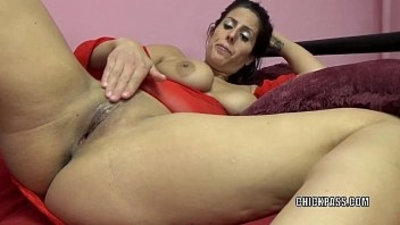 Horny MILF Lavender Rayne is playing around with her tight twat