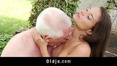 Horny teen tease old dick to get oldyoung riding