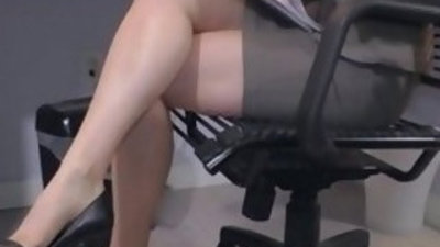 Hot office temp penny pax stays late to masturbate for you