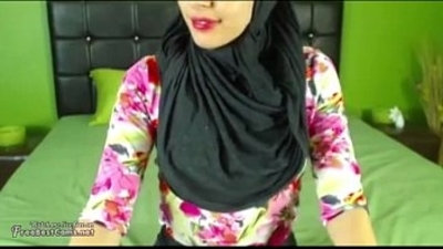 Real Hijab Arab Egypt Masturbates Her Creamy Pussy On Webcam
